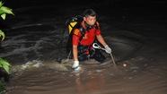 Bé trai bị nước cuốn mất tích, điều người nhái đến tìm kiếm