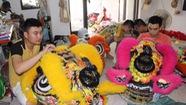 Người trẻ giữ nghề làm lân truyền thống