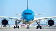 Máy bay Vietnam Airlines hạ cánh khẩn cấp để cứu hành khách