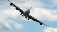 Động cơ nổ bùm, máy bay Pháp hạ cánh khẩn cấp