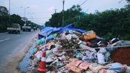 Rác chất thành núi tại Sơn Tây, dân cầu cứu chính quyền