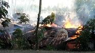 Cháy trụi 4 căn nhà trong cùng gia đình