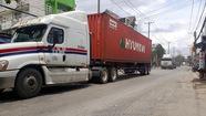 Bất an với đoàn xe container tung hoành trong giờ cấm