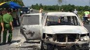 Xe giám đốc bị cướp chặn đốt giữa đêm, 3 người bỏng nặng