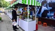 Người mua kẻ bán nói về phố hàng rong đầu tiên ở Việt Nam