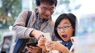 Bé trai 10 tuổi mở được iPhone X của mẹ bằng Face ID