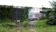 Nghi tràn nước thải từ bãi rác Đa Phước, dân phản ứng