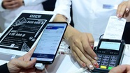 Người Việt đã có thể dùng điện thoại thay thẻ ATM