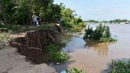 Sông Hậu đã 'ăn' vào bờ 10m, kéo dài 100m