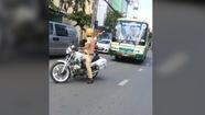 Thót tim cảnh tài xế xe buýt không chấp hành hiệu lệnh CSGT