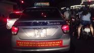 Ứng xử như thế nào đại chiến Taxi và Uber - Grab?