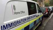 Anh chống nhập cư bất hợp pháp từ tài khoản ngân hàng