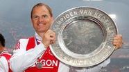 HLV De Boer gia hạn hợp đồng với Ajax