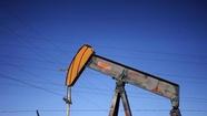 Giá dầu lao dốc gần 3%