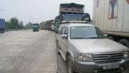 Dân đưa xe chặn trạm thu phí Quán Hàu phản đối tăng phí