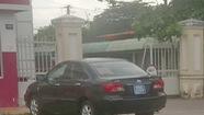 Chủ tịch huyện nhận sai khi đi học bằng xe công
