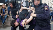 Xuống đường biểu tình, hơn 200 người bị bắt tại Nga