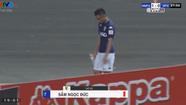 Cầu thủ CLB Hà Nội vào bóng triệt hạ đối thủ ở V-League