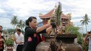 Chủ tịch Quốc hội viếng nghĩa trang liệt sĩ ở Quảng Nam
