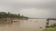 Sập cầu Sông Hoàng, nghi ghe chở cát đâm