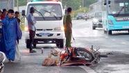 Thanh sắt trên xe container rớt trúng, người đi xe máy tử vong