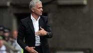 HLV Mourinho thận trọng sau hai chiến thắng
