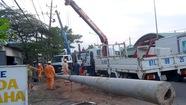 Xe tải húc nhau, tông gãy cột điện khiến mất điện nhiều nơi