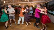 Những sự cố hài hước không ngờ khi nhảy nhót