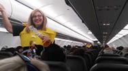 Hài hước trước lời hướng dẫn bay thú vị của tiếp viên hàng không