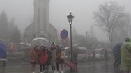 Tin nóng 24G ngày 30-12: Du khách đổ về Sa Pa chờ săn băng, ngắm tuyết