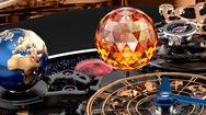 """Cận cảnh chiếc đồng hồ Astronomia Solar chứa cả """"hệ mặt trời"""" thu nhỏ"""