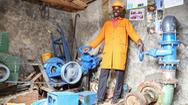 Người đàn ông tự tạo ra nguồn điện cho cả làng