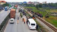 Tin nóng 24h: Xe tải tông vào đoàn người đi viếng nghĩa trang, 8 người chết