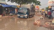 Góc nhìn trưa nay | Người dân than trời vì đường xuống cấp trầm trọng, nhiều đoạn mênh mông nước