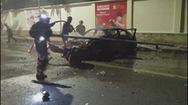 Xe Lexus bốc cháy ngùn ngụt, tài xế bung cửa thoát thân