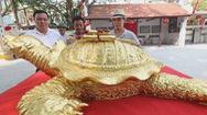 Độc đáo với cụ rùa hồ Gươm mạ vàng 9999 của nghệ nhân làng gốm