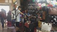 Phát hiện hàng ngàn sản phẩm giả hàng hiệu tại chợ Bến Thành và Saigon Square