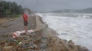 Sau bão số 6 người dân sống gần bờ kè Sa Huỳnh thấp thỏm lo âu