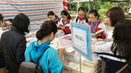 Giới trẻ hào hứng mua sách ngày hội sách 49 ngàn đồng/kg