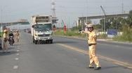 Xử nghiêm xe đầu kéo không khóa cố định thùng container gây mất an toàn giao thông