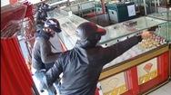 Liều lĩnh nổ súng cướp tiệm vàng ở Hóc Môn