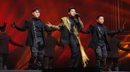 """Noo Phước Thịnh """"đốt cháy"""" sân khấu 25.000 khán giả tại Hàn Quốc"""