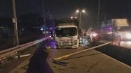 Người đi đường suýt chết vì xe tải nổ lốp