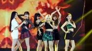 """Giải trí 24h: Dàn nghệ sĩ Việt - Hàn """"bùng nổ"""" tại V Heartbeat cuối cùng của năm 2019"""