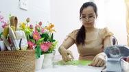 Góc nhìn trưa nay | Ngắm hoa được làm từ đất sét Nhật Bản, Nga và Thái Lan