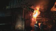 Cháy cửa hàng tạp hóa, giải cứu cả gia đình 5 người qua cửa sổ