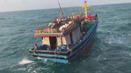 12 giờ vượt sóng biển cứu nạn 6 ngư dân trên tàu hỏng máy