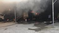 Sạc pin xe điện trẻ em làm cháy rụi bãi xe ô tô