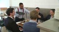 Nhà hàng cao cấp Bỉ tuyển phục vụ là bệnh nhân bị bệnh Down