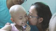 Chuyện những người mang yêu thương đến các bệnh nhi ung thư